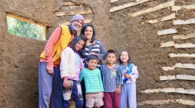 Una casa para Mari: Bioconstrucción al rescate en Tetela del Volcán