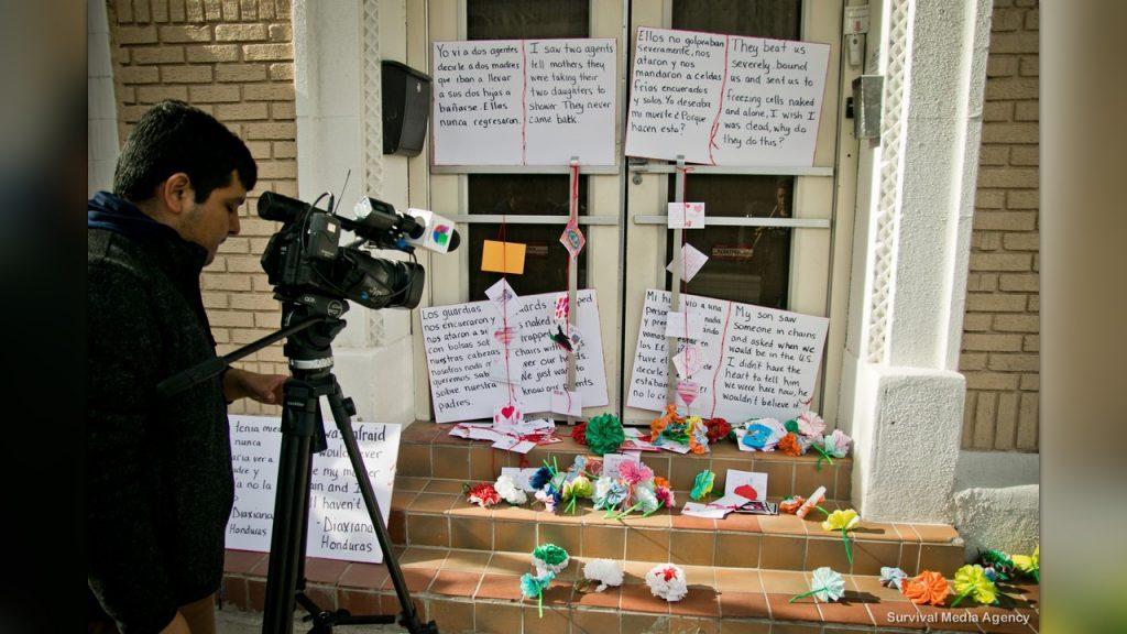 Acción de resistencia creativa de la Ocupación: Colectivo Tornillo en una instalación de Southwest Key en El Paso. (Foto: Survival Media Agency)